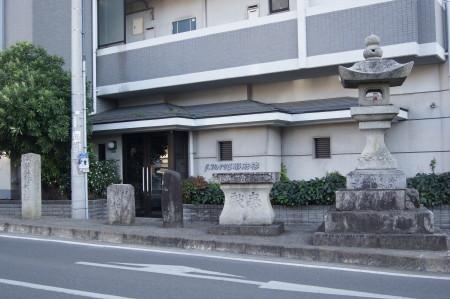 関屋石碑3_1.jpg